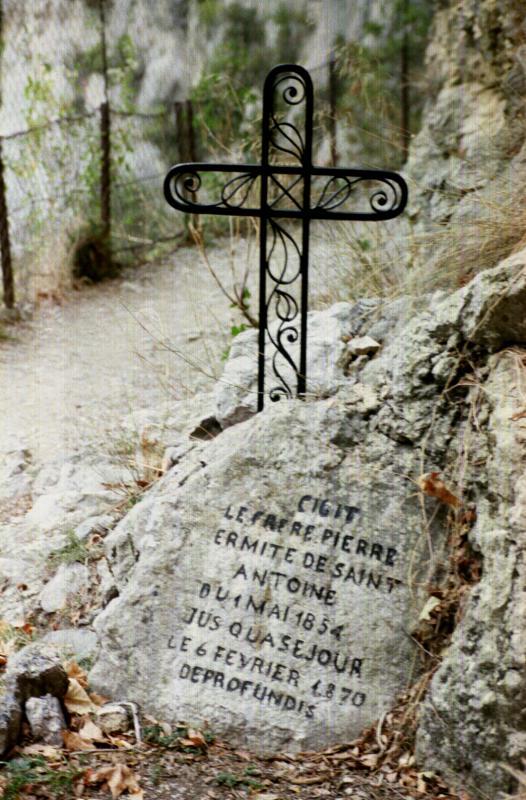 gorge de galamus headstone