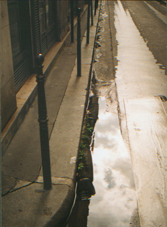 paris wet alley