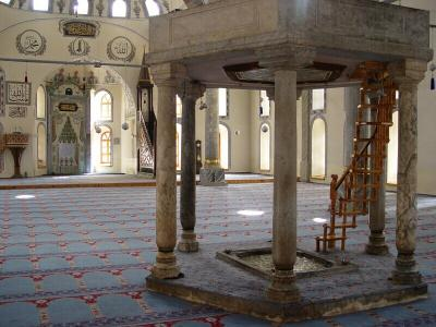 Kutahya interior with fountain Great Mosque October 2 2003