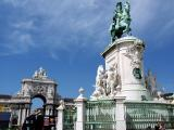 Monument to King Jose with the Arch in the background