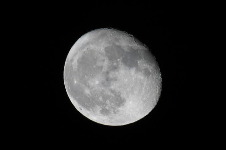 Moon 5-7-04.jpg