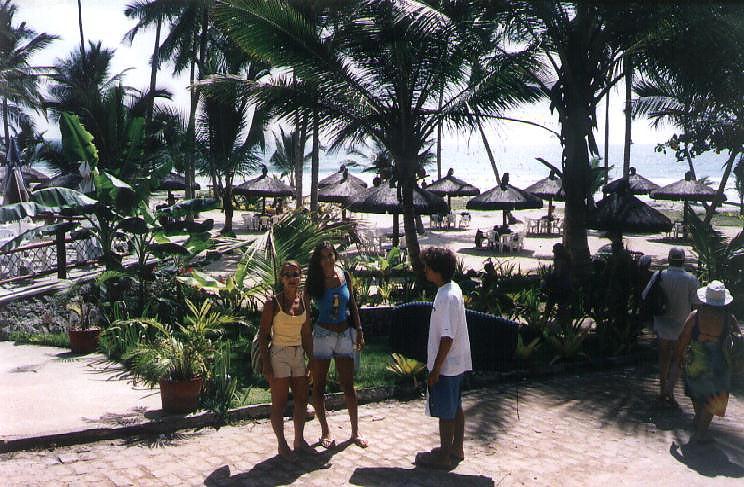 Praia de Itacarezinho 2 - Denise, Caroline e Gabriel