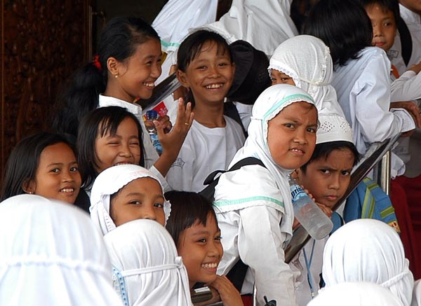 Indonesian schoolgirls at the National Monument