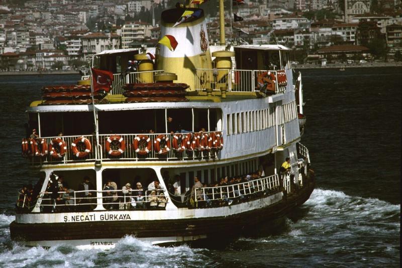 Istanbul ferry crossing bosporus 1