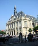 The Hotel de Ville near entrance to the basilica