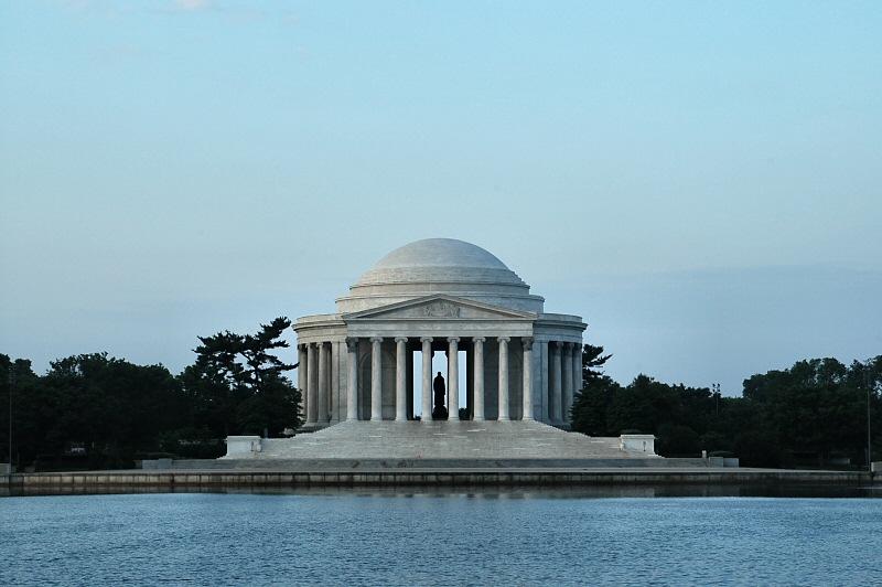 Sunrise at Jefferson Memorial    2104