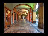 Sotto I Portici di Piazza Duomo