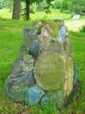 Nagrobek na przycerkiewnym cmentarzu w Dobrej(134-3463_IMG.JPG)