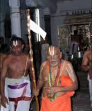 Srimath Azhagiyasingar literally running to see AzhwAr