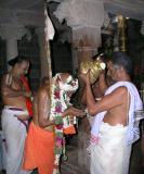 Bhattar says ADi vaN sathakOpa rAmAnuja jeeyar and Srimath Azhagiyasingar replies nayindhe nayindhe