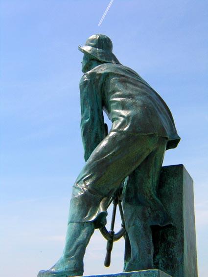 gloucester  famous statue.jpg