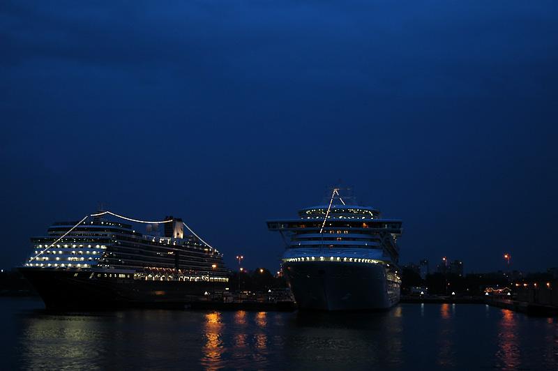 cruise ships 3.jpg