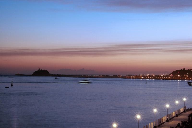 <b>City by the Sea</b>