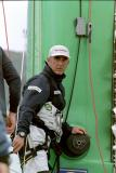 2002 - Grand prix de Fécamp - Loïc Peyron monte au mât de son trimaran Fujifilm