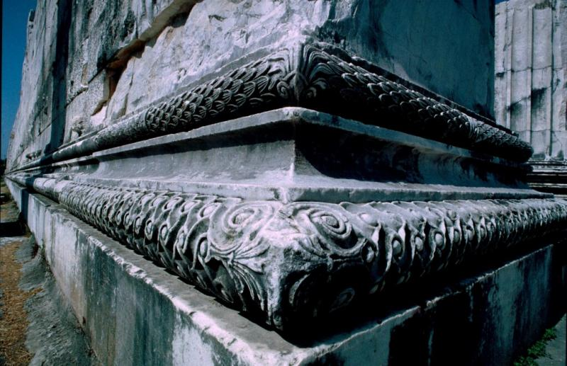 Dydima Apollo temple front corner 1