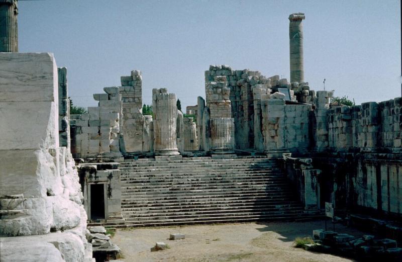 Dydima Apollo temple interior 2