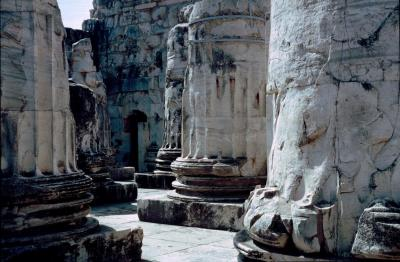 Dydima Apollo temple front 3