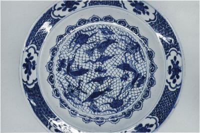 Porcelain with fish net motive