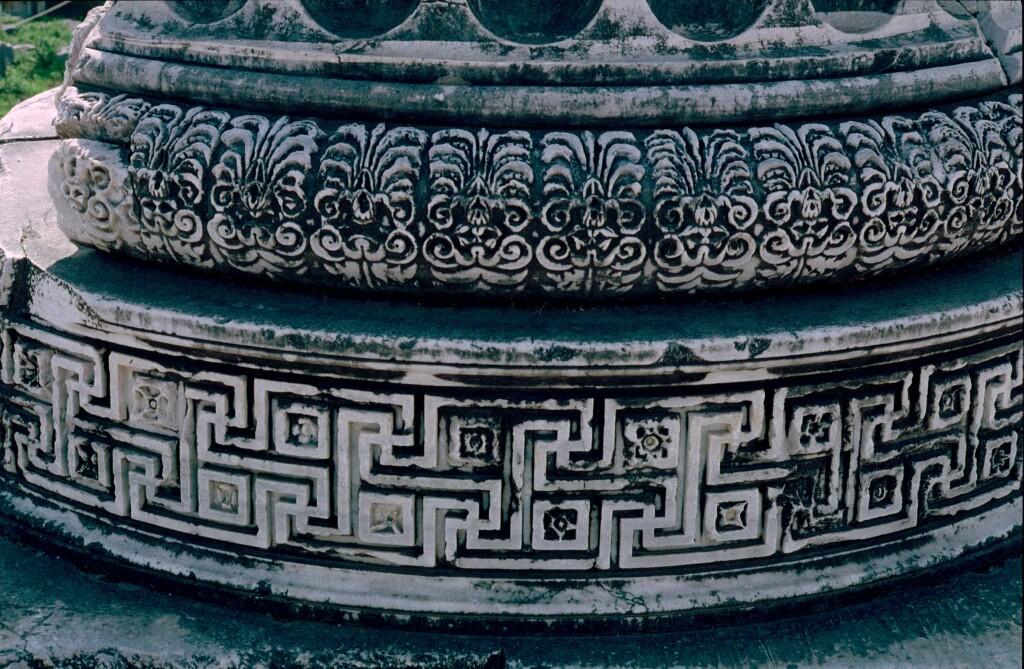 Dydima Apollo temple pillar foot 0