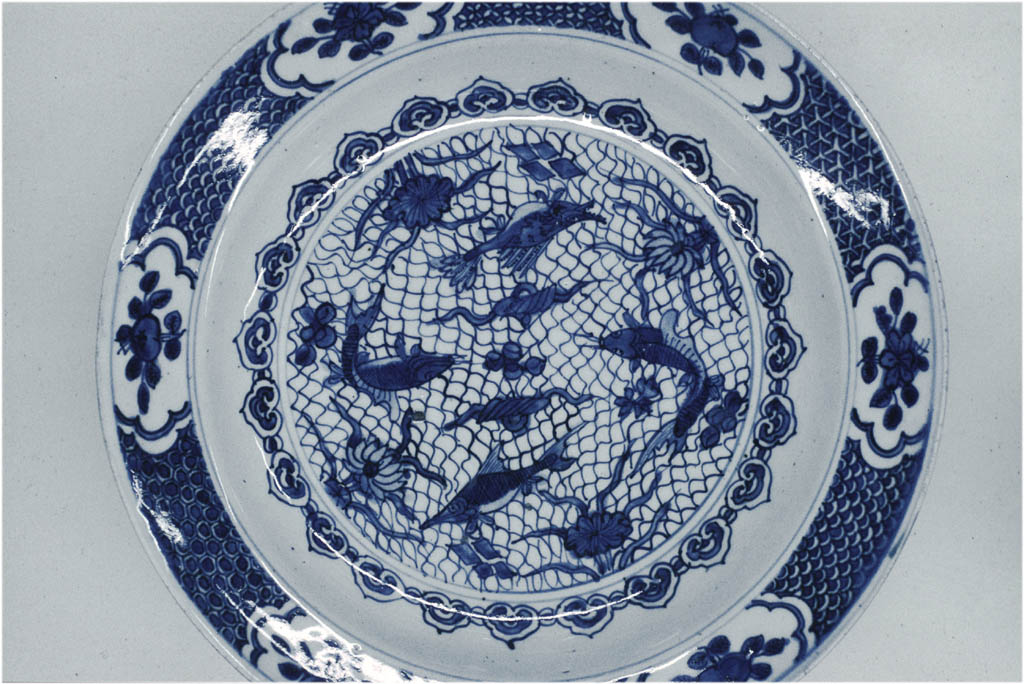 Porcelain with fish net motive