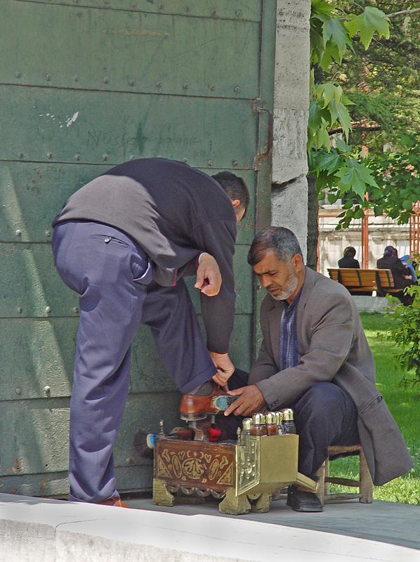 Shoeshine at Süleymaniye