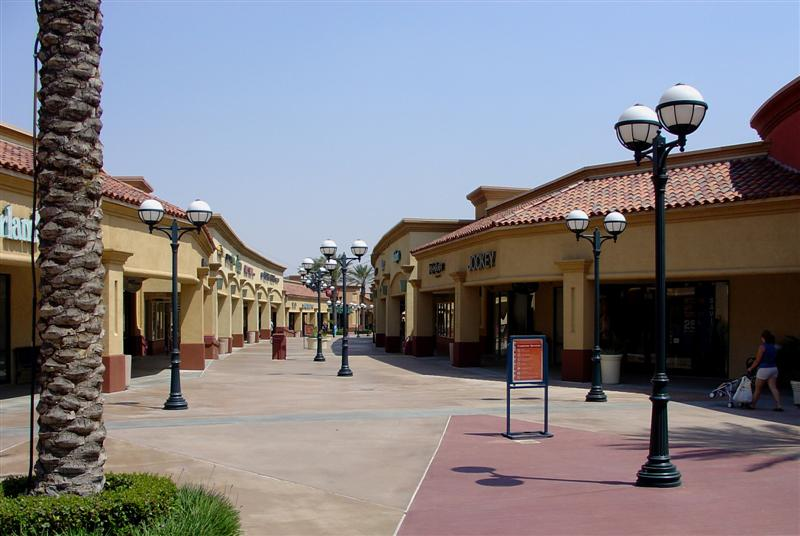 DSC01821 - An outlet mall near Palm Springs