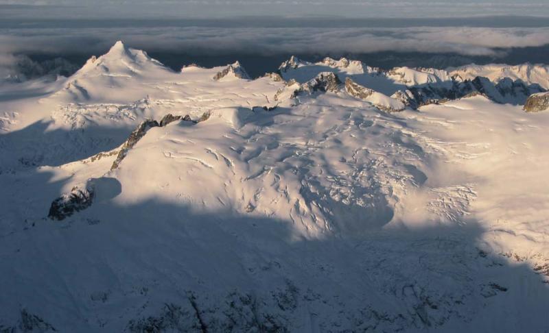 Klawatti, Eldorado, &  Klawatti Glacier <br> (NKlawattiGlacier122402adj.jpg)