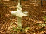 En plein milieu des bois, une croix...