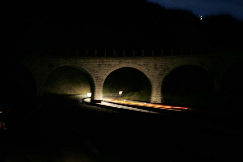 Lavant-pont à larrivée des phares