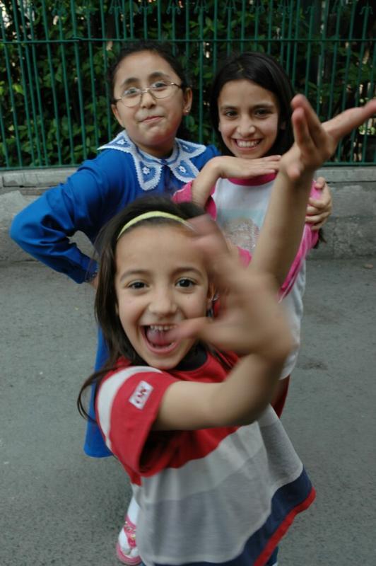 157 Istanbul _kids-june 2004