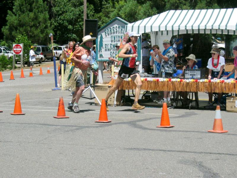 Scott leads coming into Foresthill<br>62 Miles</br>