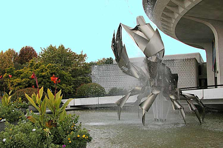 The Crab fountain.