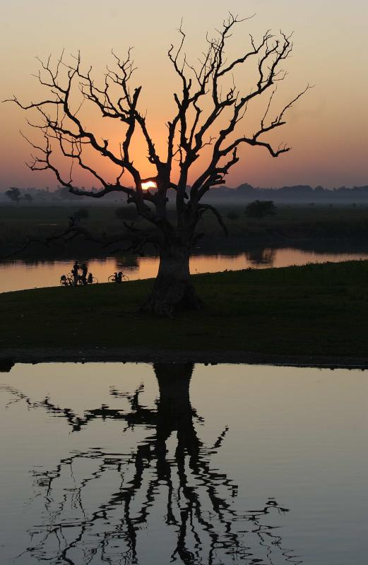 U Bein Bridge Sunset.jpg