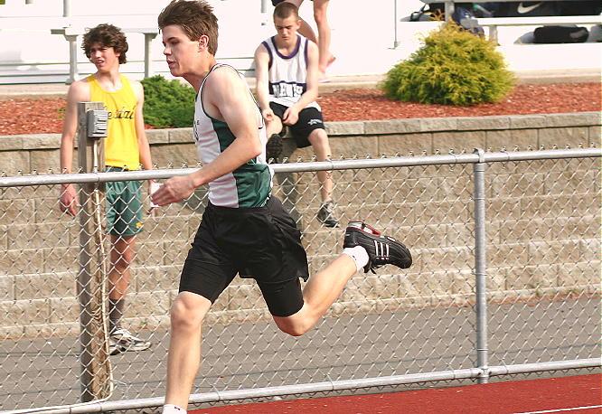 Evan Tripicco, photo #2 / 200 meter dash