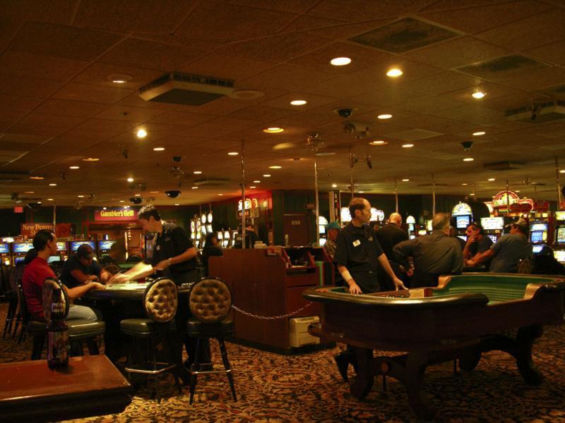 gambling hall at wild wild west DSCN4513.jpg