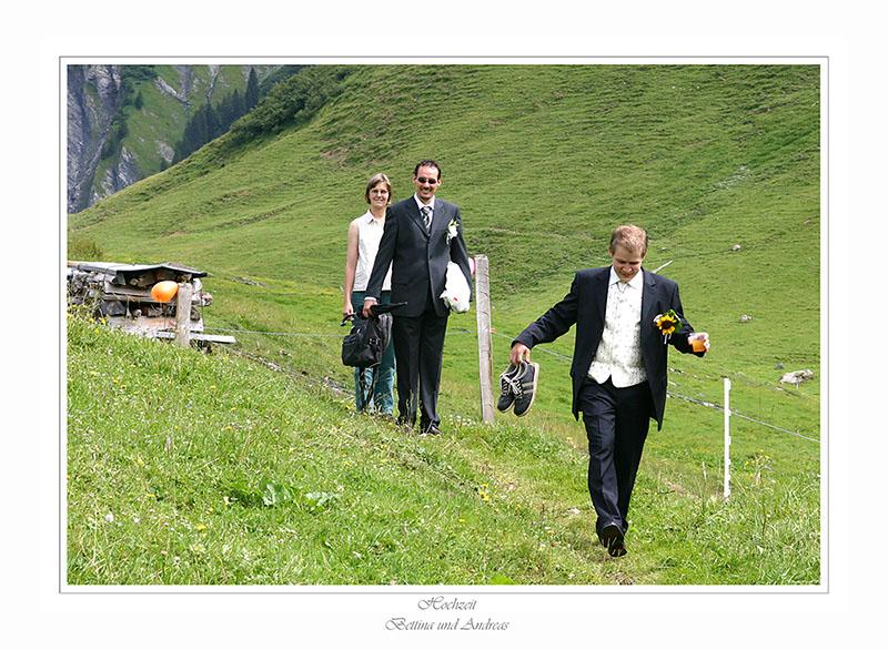Der Bräutigam - der Brautführer  und Frau Pfarrer