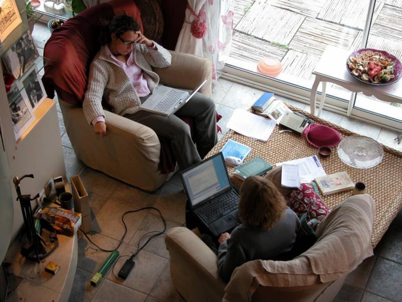 2004-12-06: historians at work
