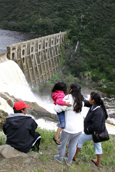 Hodges Dam - Onlookers