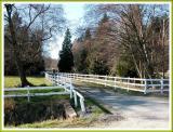 Do all farms have white fences?