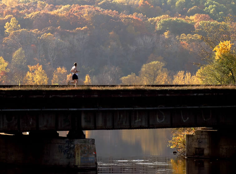 Oct. 25, 2004 - Bridge Runner