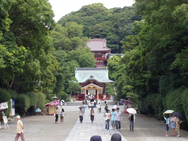 Hachimangu, the shrine to Hachiman, the tutelary diety of the Minamoto clan