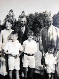 Bob with the Goldthorp family - Edna & Lawrence