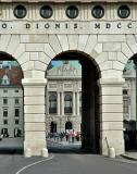 Vienna, view through Heldentor (Heroes' Gate) to Hofburg
