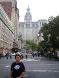 Mom with donno wat building...