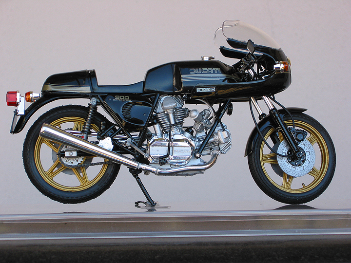 Ducati 900SS Model