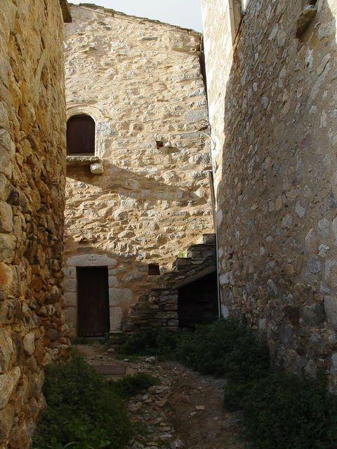 Stone claustrophobia