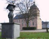 Turnhout (Belgium)'De Bronzen Adhemar' van Lillette Goovaerts (1991) en het kasteel