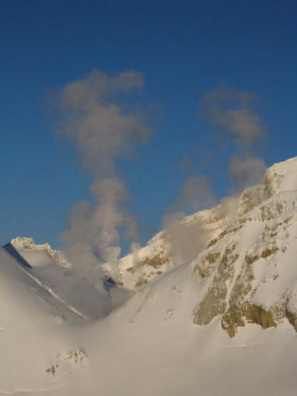 Sherman Crater Steam (MtBaker032305-013adj.jpg)