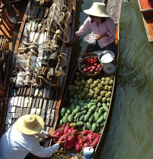 Thailand-Ratchaburi-Floating Market - Wares and Vendor choices