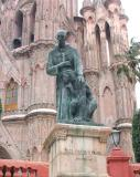 La Parroquia & statue of founder